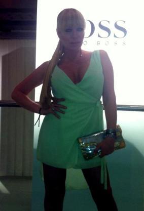 La cantante Sonia Madoc, lucio diseño de Duré Couture en la fiesta de Hugo Boss en Madrid