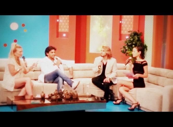 Durante la entrevista con los presentadores del programa.